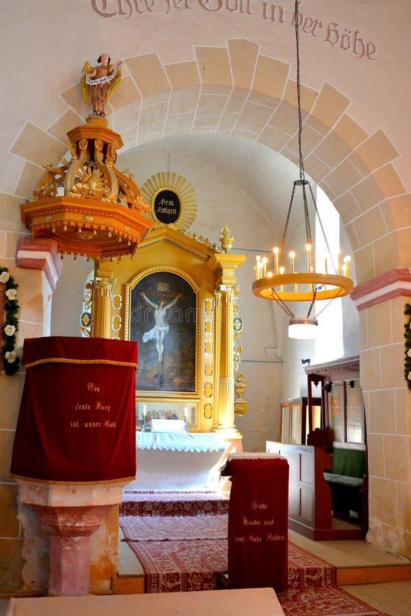 在中世纪被加强的教会里面在阿夫里格,锡比乌,特兰西瓦尼亚 免版税库存图片