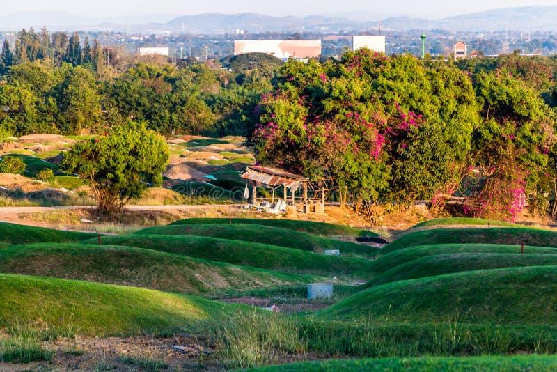 在中国坟园的日落 图库摄影