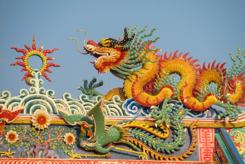 在中国寺庙的亚洲龙 免版税库存图片