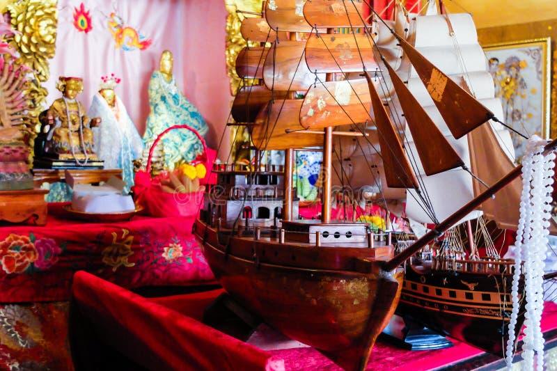 在中国寺庙的小船缩样 免版税库存照片