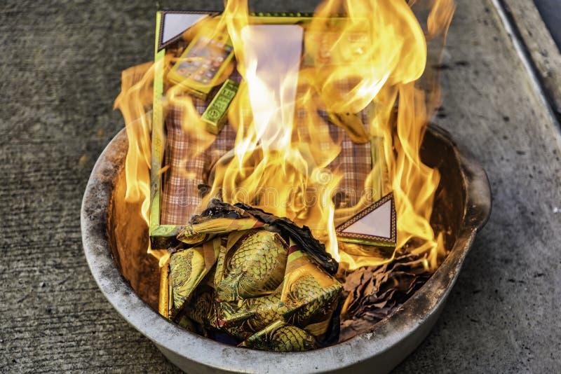 在中国新的Year& x27的燃烧的假金子;s天 免版税图库摄影