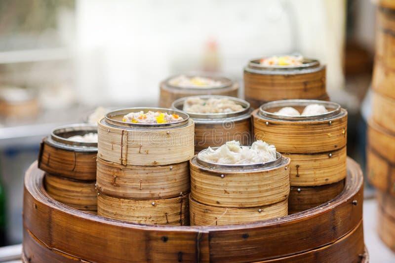 在中国餐馆,香港的粤式点心火轮 免版税库存图片