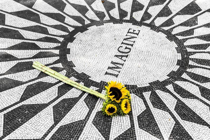 在中央公园想象纪念品 免版税库存照片