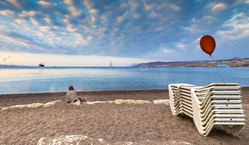 在中央公开海滩的早晨在埃拉特 免版税库存图片