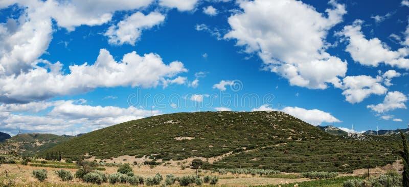 在中央希腊的青山的风车 免版税图库摄影