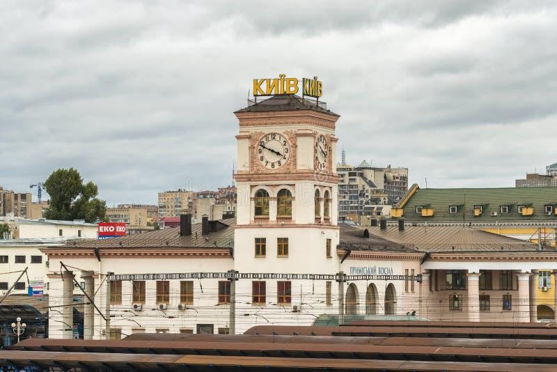 在中央火车站的钟楼在基辅,乌克兰 免版税库存照片
