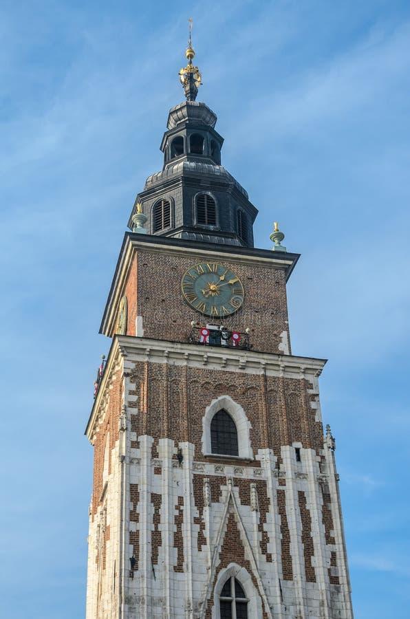 在中央集市广场的城镇厅塔在克拉科夫,波兰 免版税库存图片