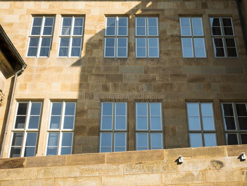 在中心斯图加特,德国的老王宫门面 库存照片