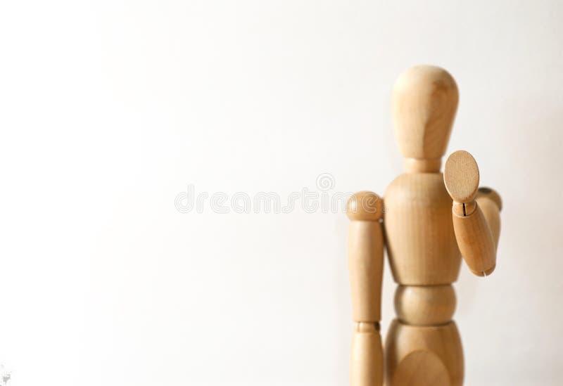 在中止姿态的木模型 免版税库存图片