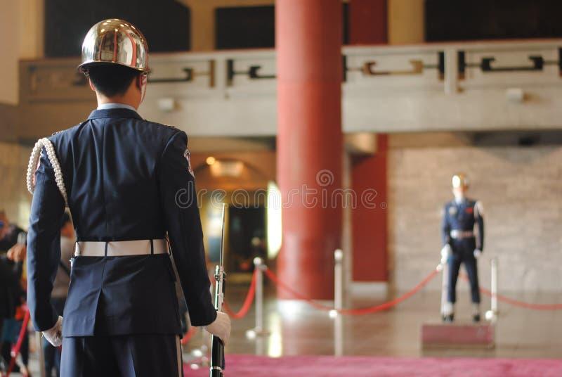在中正纪念堂的卫兵 免版税库存照片