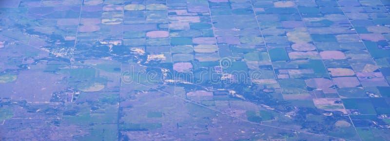 在中西部状态的空中Cloudscape视图在科罗拉多、堪萨斯、密苏里、伊利诺伊、印第安纳、俄亥俄和西维吉尼亚du的飞行 图库摄影