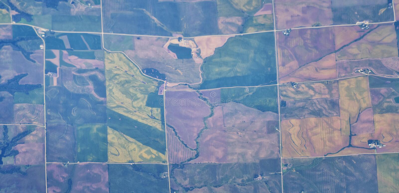 在中西部状态的空中Cloudscape视图在科罗拉多、堪萨斯、密苏里、伊利诺伊、印第安纳、俄亥俄和西维吉尼亚du的飞行 免版税库存图片