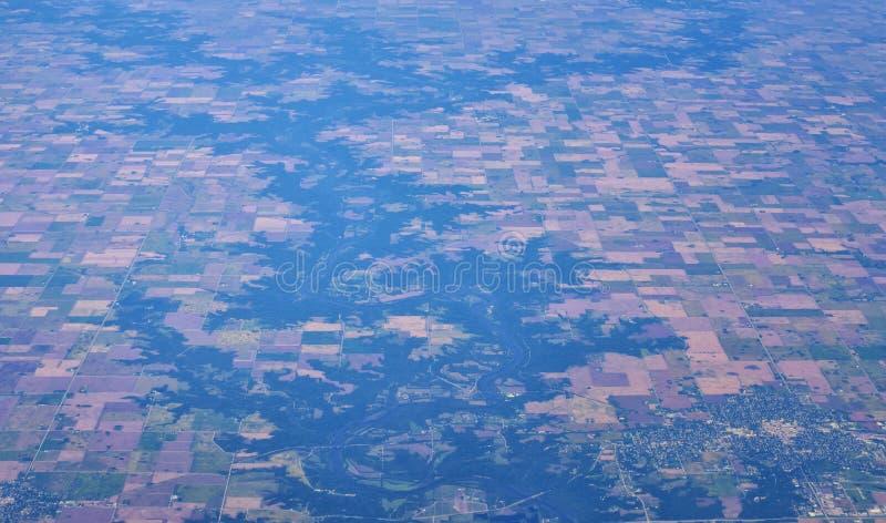 在中西部状态的空中Cloudscape视图在科罗拉多、堪萨斯、密苏里、伊利诺伊、印第安纳、俄亥俄和西维吉尼亚du的飞行 库存照片