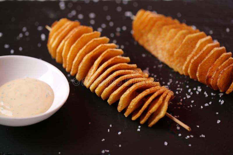 在串的土豆片 免版税库存照片