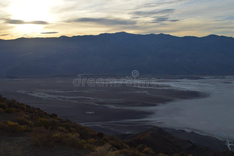 在丹特` s视图死亡谷加利福尼亚的日落 免版税库存图片