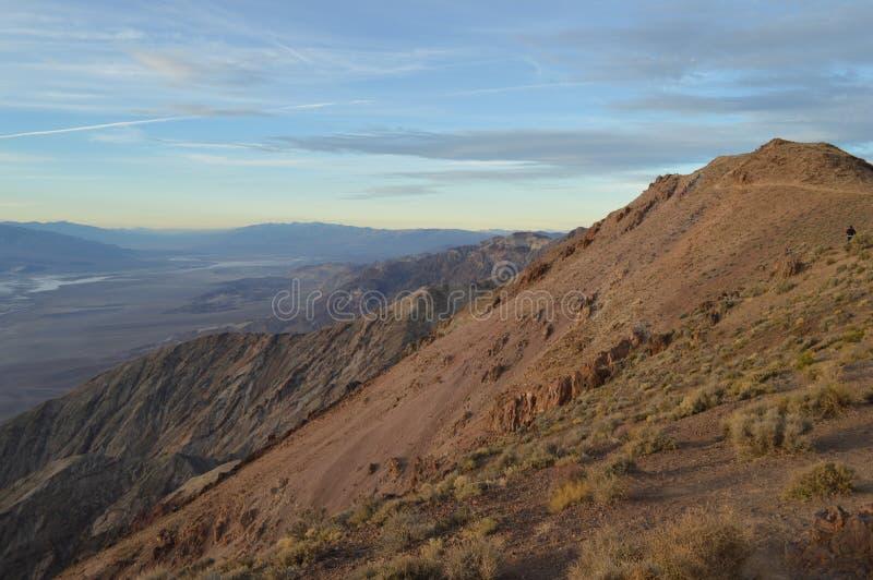 在丹特` s视图的日落在死亡谷加利福尼亚 图库摄影