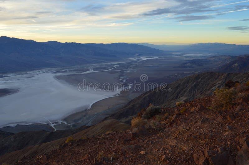 在丹特` s视图的日落在死亡谷加利福尼亚 免版税库存图片