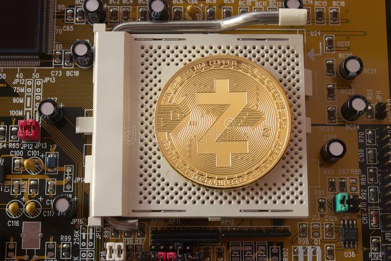在主板的隐藏货币金币zcash 免版税库存图片