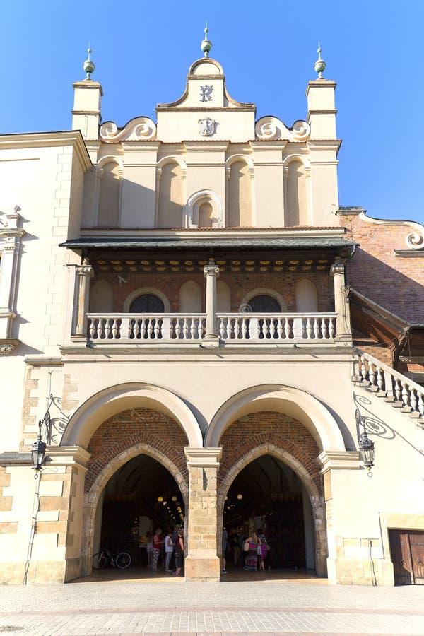 在主要集市广场在晴天,克拉科夫,波兰的布料霍尔 库存图片