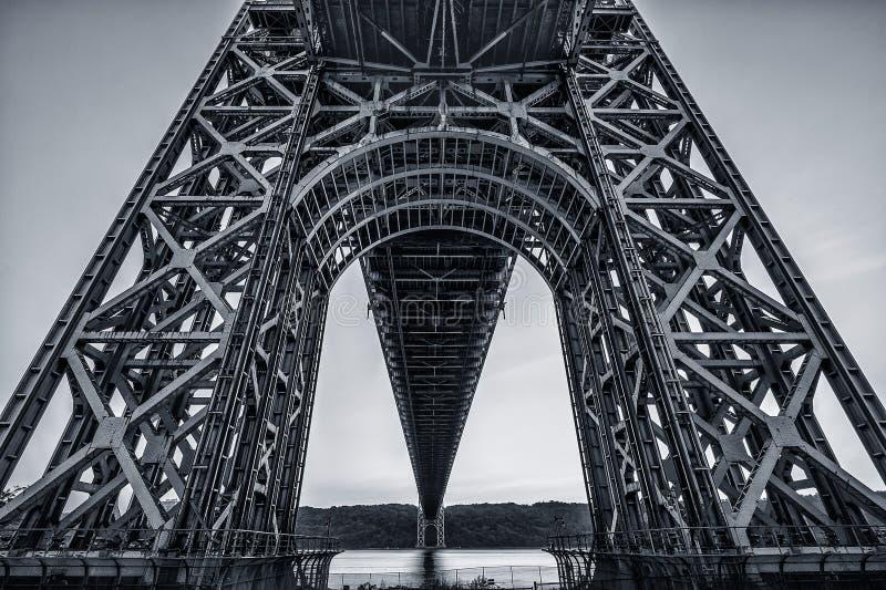 在乔治・华盛顿桥梁下 库存图片