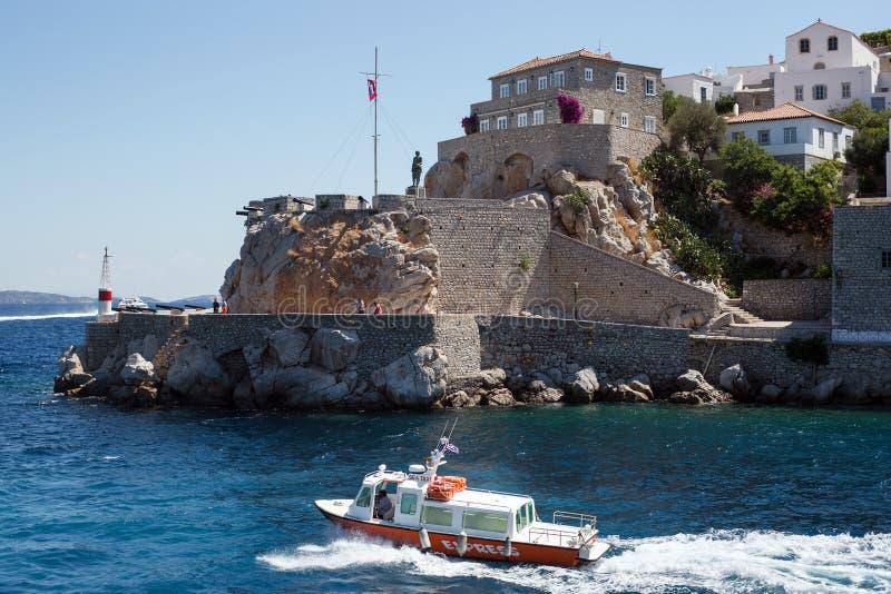 在九头蛇海岛上的水出租汽车  免版税图库摄影