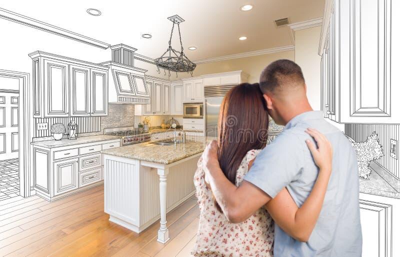 在习惯厨房和设计图C里面的年轻军事夫妇 免版税库存图片