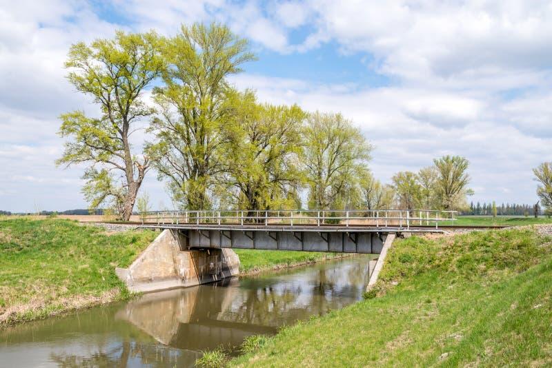 在乡下的铁路桥梁 库存照片