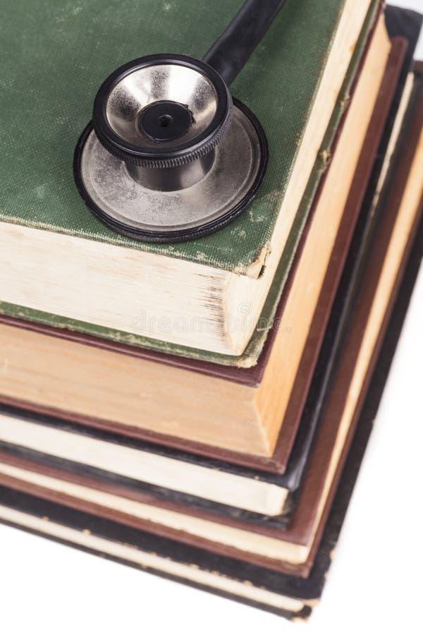 在书堆的听诊器 库存图片