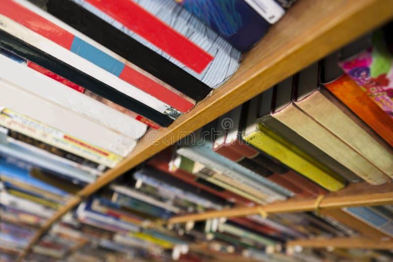 在书架的书 图库摄影