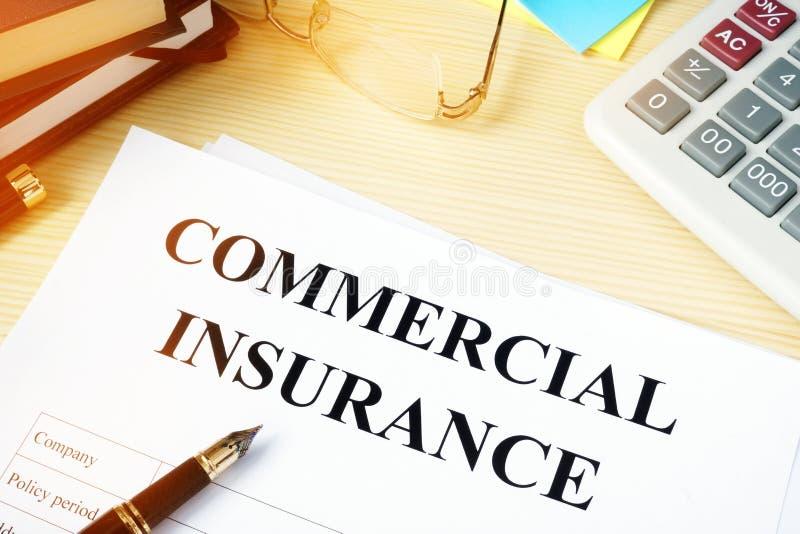 在书桌上的商业保险单 免版税图库摄影