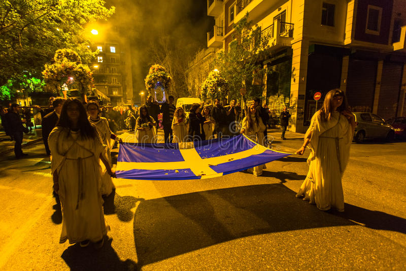 在了不起的星期五,人们在正统复活节- Vespers的庆祝时 免版税库存图片