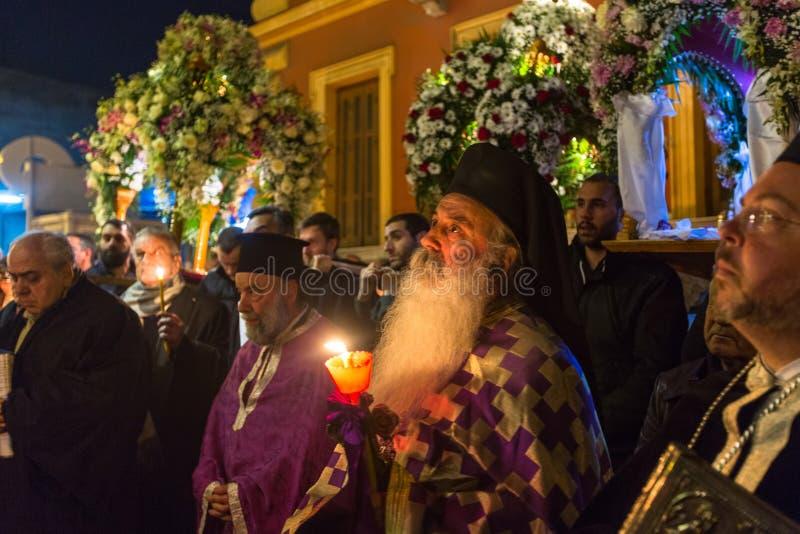 在了不起的星期五,人们在正统复活节- Vespers的庆祝时 库存照片