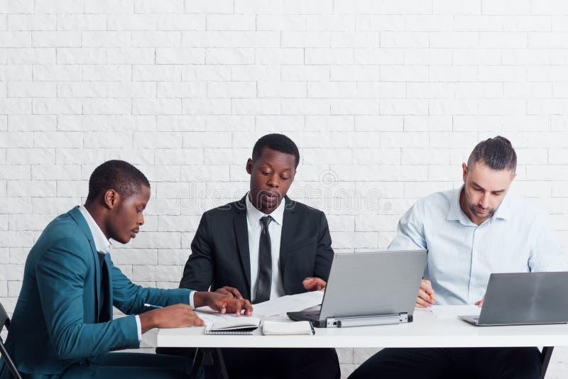 在事务IT和HR公司中得到新的位置 免版税库存照片
