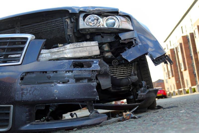在事故以后的被击毁的汽车 免版税库存图片