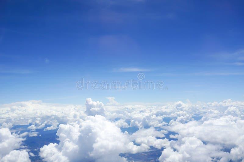 在云彩上的地平线 免版税库存照片