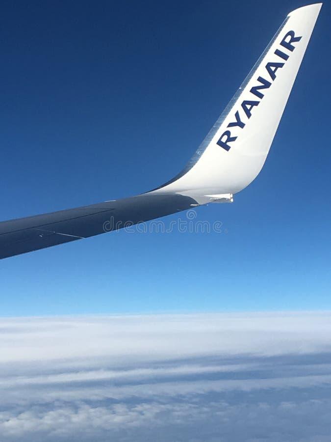 在云彩上的瑞安航空公司 库存照片
