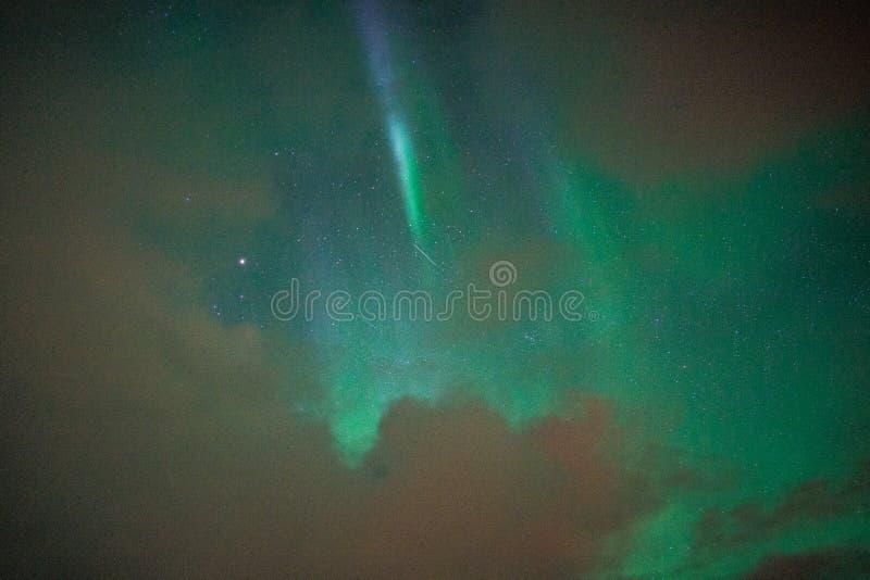 在云彩后的北极光在冰岛 免版税库存照片