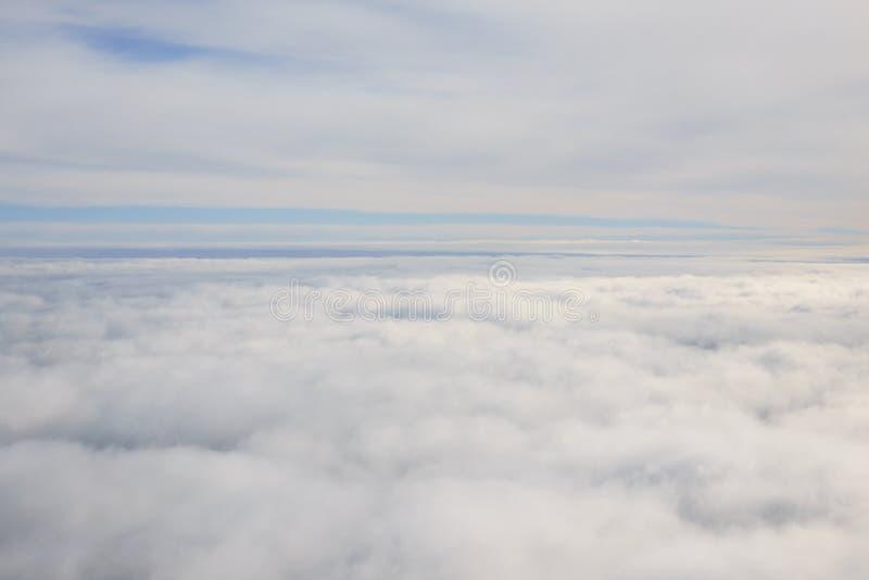 在云彩层数之间 库存图片