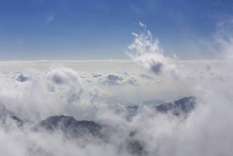 在云彩海,黄山妙境报道山的上面在中国 库存图片