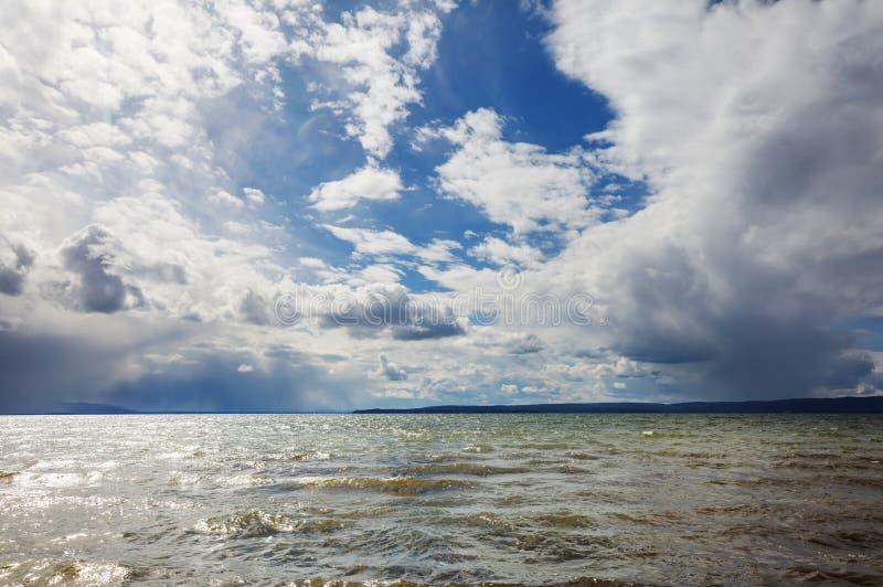 在云彩湖俄国ruzskoe风暴之上 库存图片