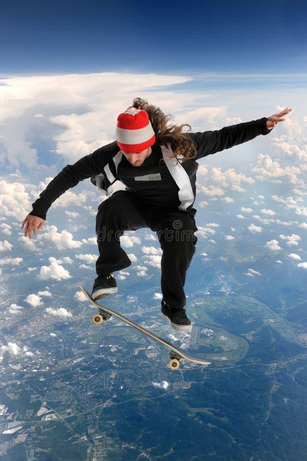 在云彩溜冰板者之上 免版税库存照片