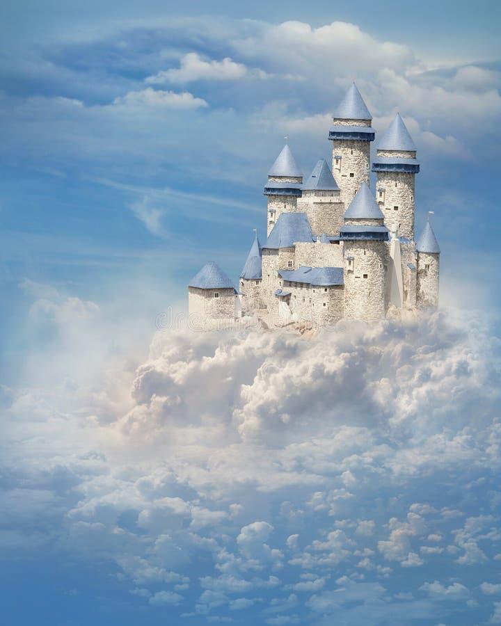 在云彩的城堡 免版税库存照片