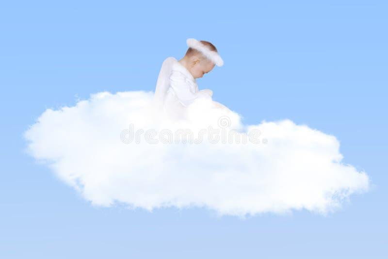 在云彩的婴孩天使 库存照片