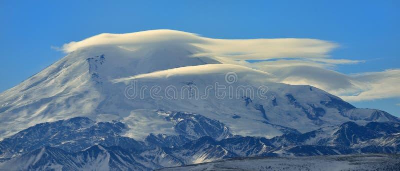 在云彩的山顶 免版税图库摄影