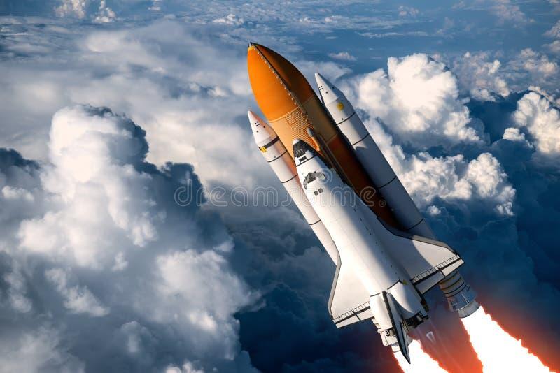 在云彩的航天飞机发射 向量例证