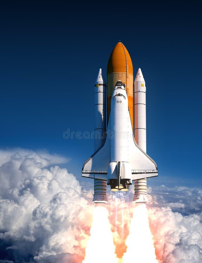 在云彩的航天飞机发射 库存例证