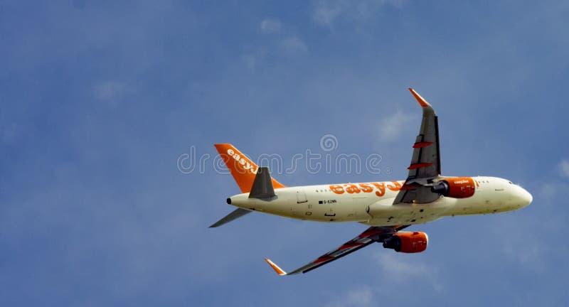 在云彩的航空飞行 免版税图库摄影
