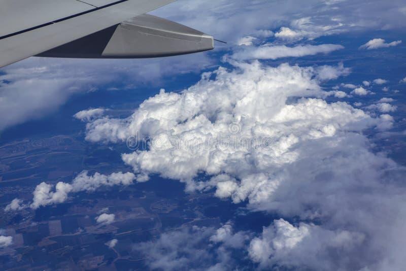 在云彩的飞行 图库摄影