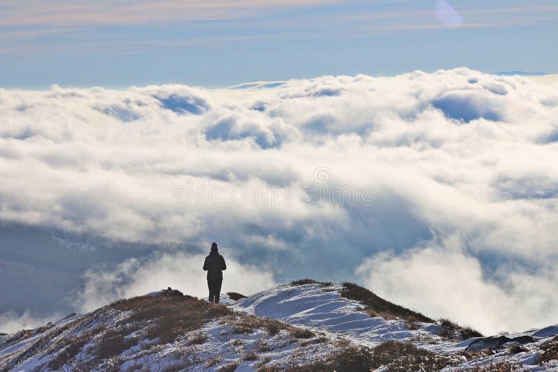 在云彩的Bieszczady山 免版税库存图片
