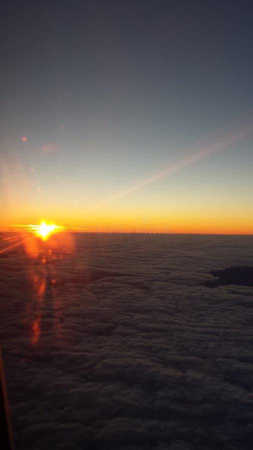 在云彩飞行之上 库存图片